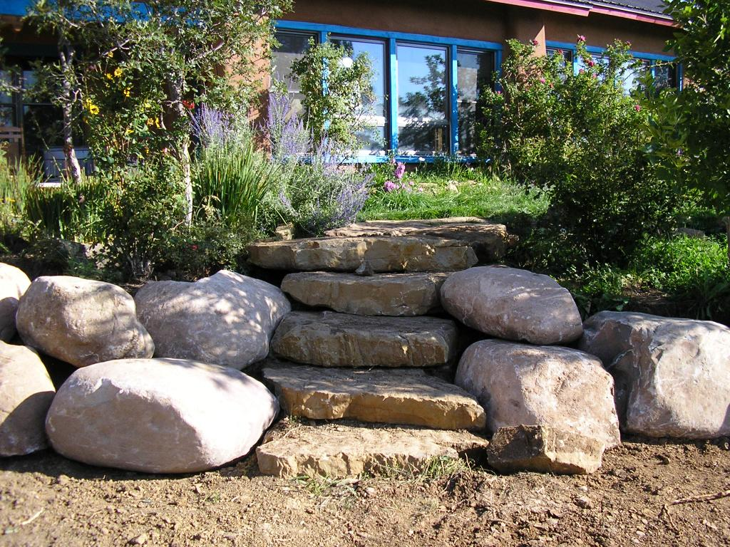 1000 ideas about boulder retaining wall on pinterest for Natural rock landscaping
