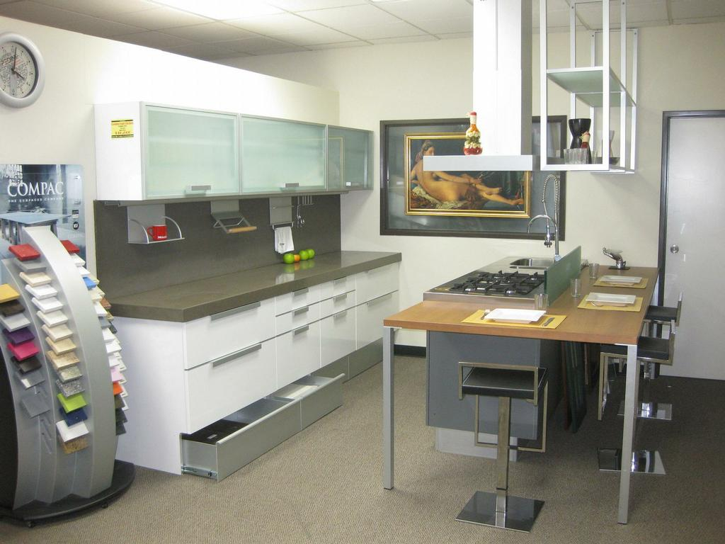 Pedini kitchen display on sale from pedini italian for Pedini cabinets