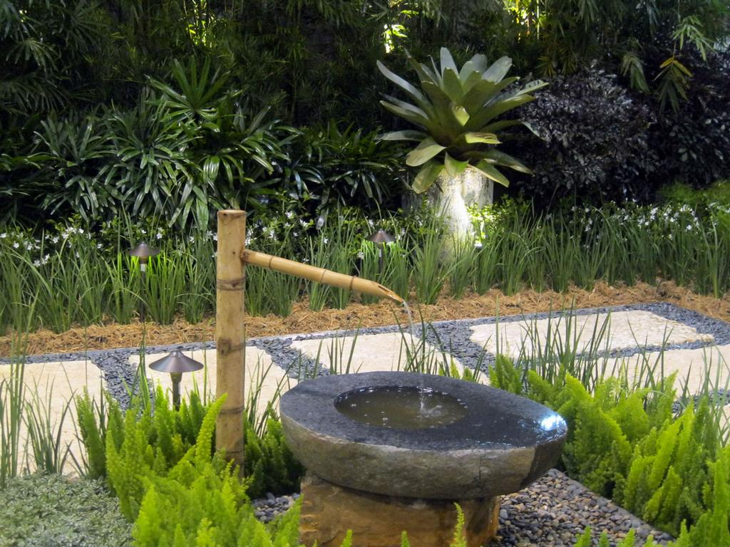 Japanese zen garden from cortada landscape design in miami for Jardin zen exterior