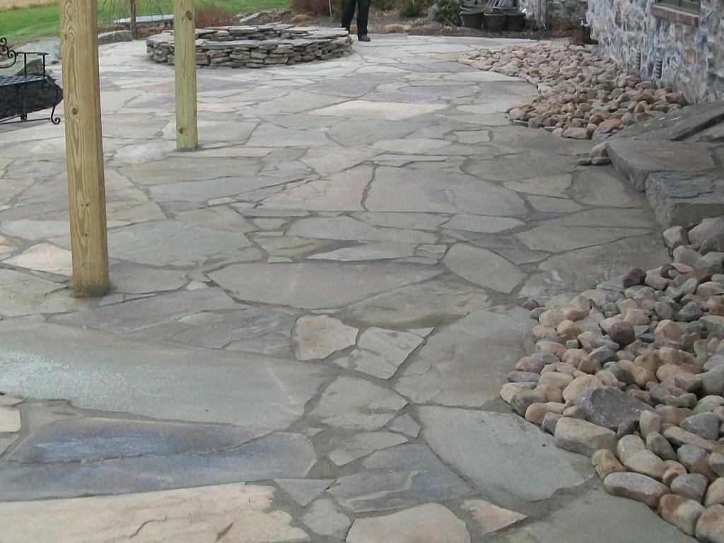 Flagstone patio designs hastings custom flagstone patios for Pictures of stone patios