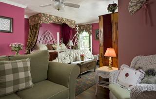 A Wicher Garden Bed & Breakfast - Auburn, NY