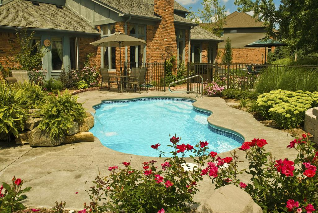 Splash fiberglass pools of raleigh bermuda model from for Pool design raleigh nc