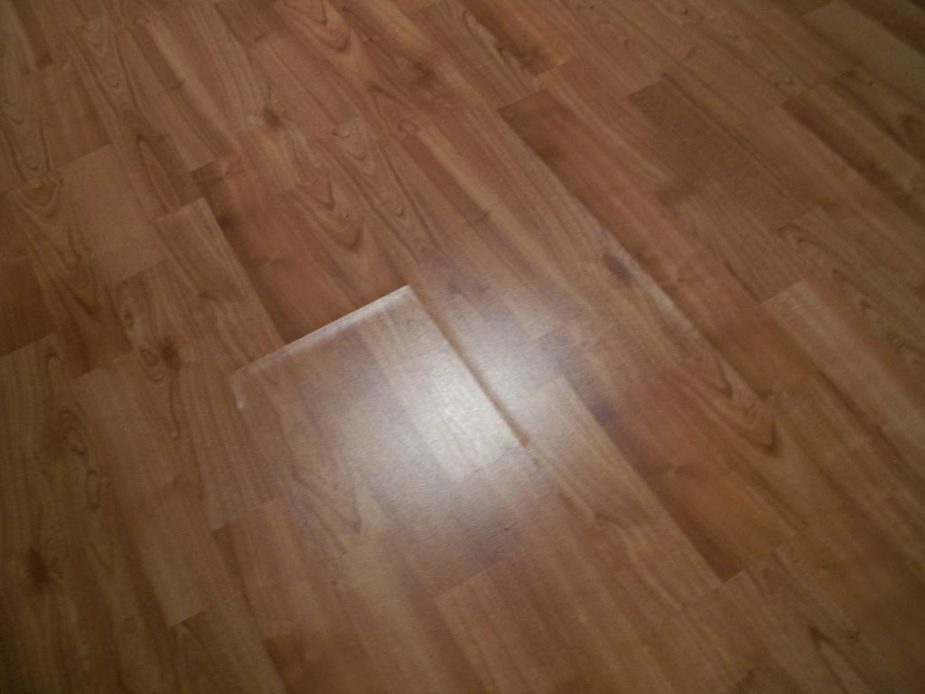 Laminate flooring water laminate flooring damage for Laminate flooring company