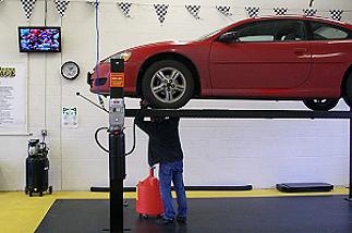 Self serve garage kent wa 98032 253 981 3946 auto for Garage self auto