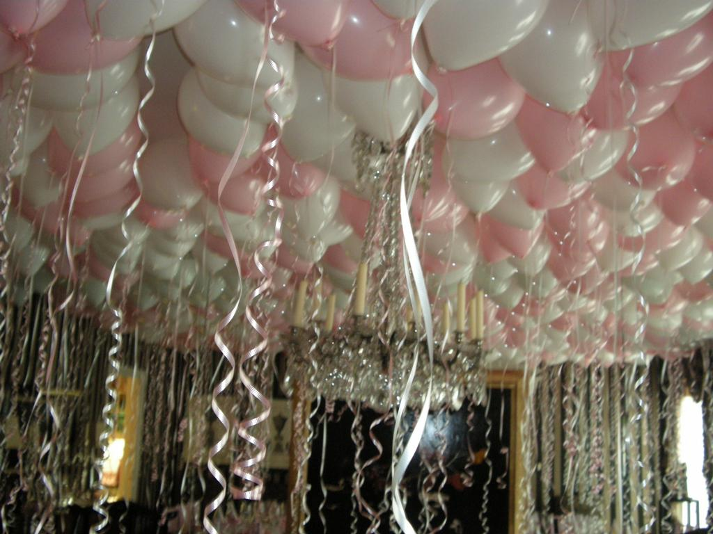 Balloon ceiling 005 from wickel 39 s balloons in huntingtown for Balloon ceiling decoration