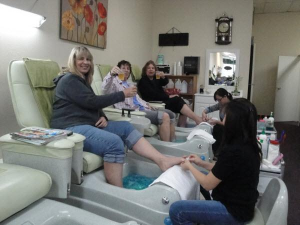 Pictures for hollywood nails pocket nail salon sacramento for Salon de pedicure