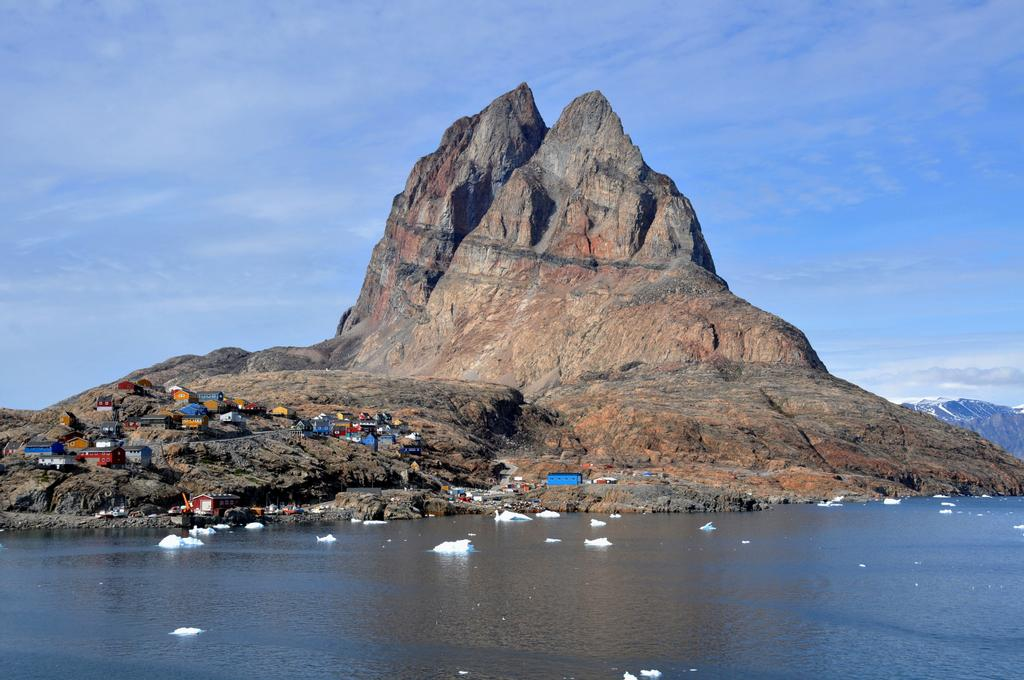 It is no mystery how Uummannaq Island got its name. In Greenlandic ...