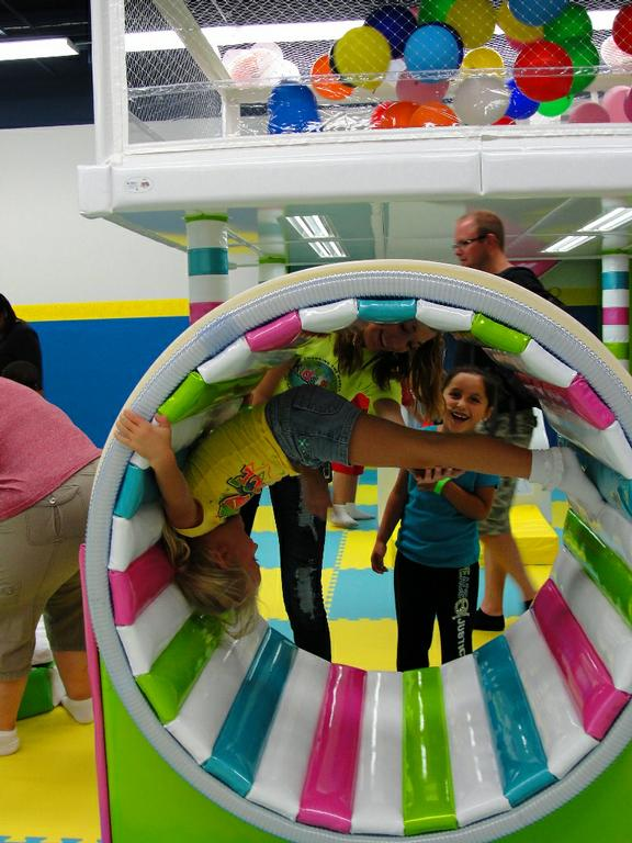 Indoor playground for kids in chicago yu kids island from for Indoor party places for kids