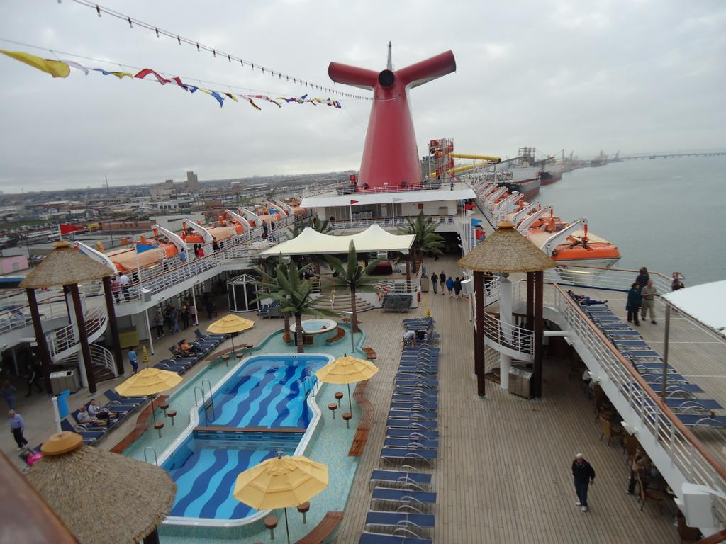 how to become a cruise consultant