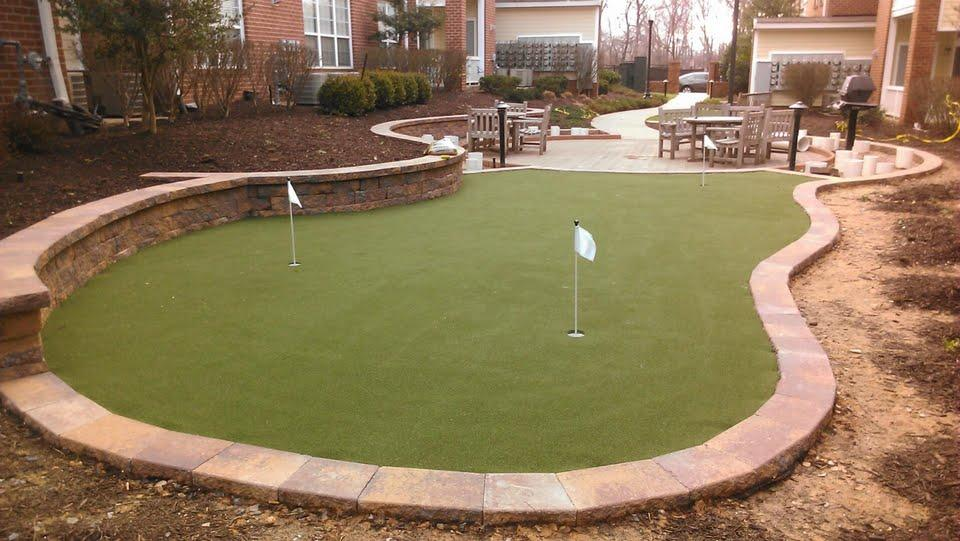 synlawn backyard putting green by chesapeake bay synthetic landscapes