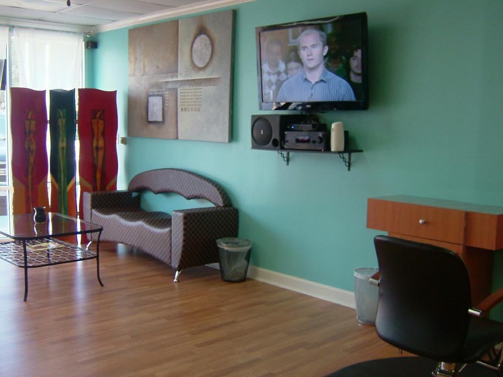 N Style Hair Salon: JACKIE'S CUT'S N CURL'S BEAUTY SALON