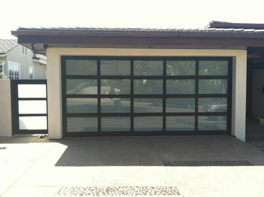 Modern Classic Garage Door Wageuzi
