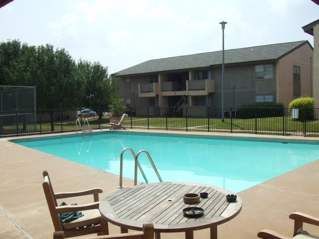 Hunters hill apartments llc enid ok 73703 580 233 8411 for Apartment hunters