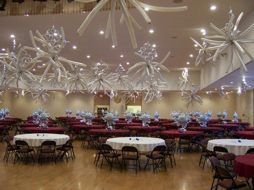 Pictures for balloon creations by carolyn balloons by for Balloon decoration for ceiling