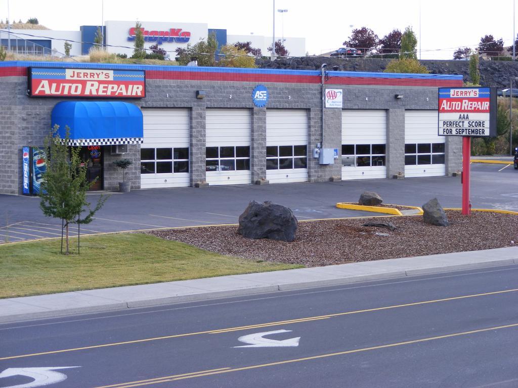 Auto Service Building : Jerrys auto repair pullman wa