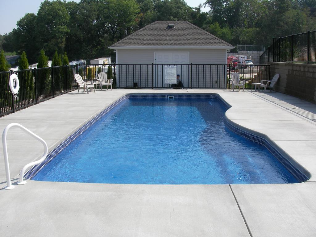 Wideman pools festus mo 63028 636 931 7665 pools for Garden spas pool germantown tn
