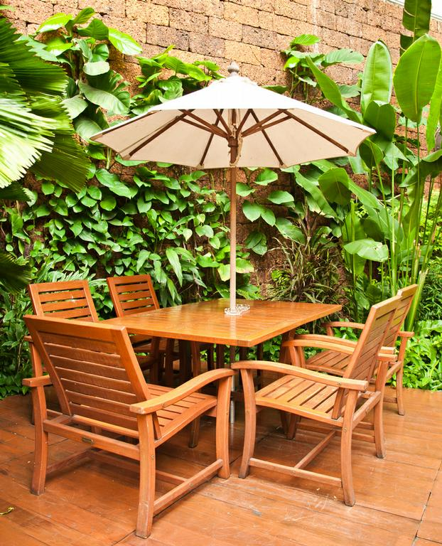 How to Repair Eucalyptus Patio Furniture Articles